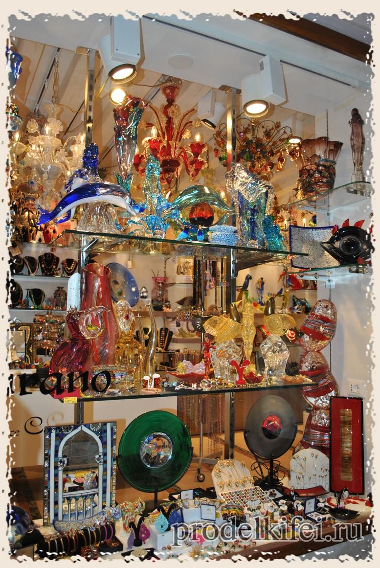 витрина венецианского сувенирного магазина