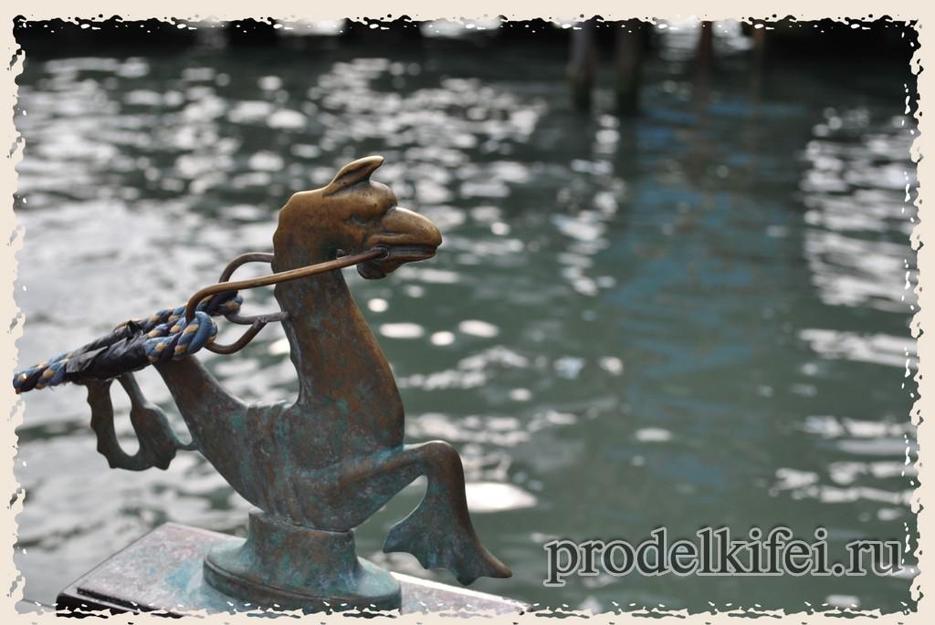 гондолы в Венеции все разные