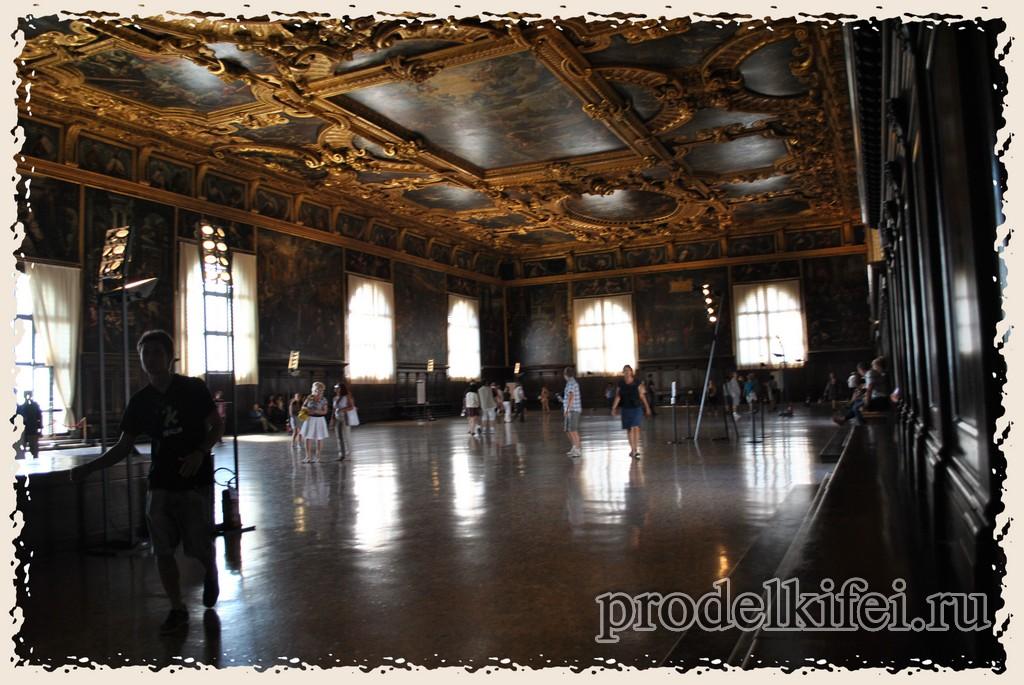 зал дворца Дожей не имеет колонн