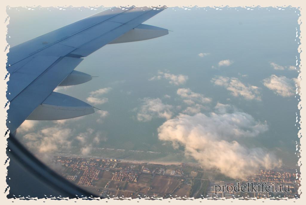 летим в Италию - под крылом облака