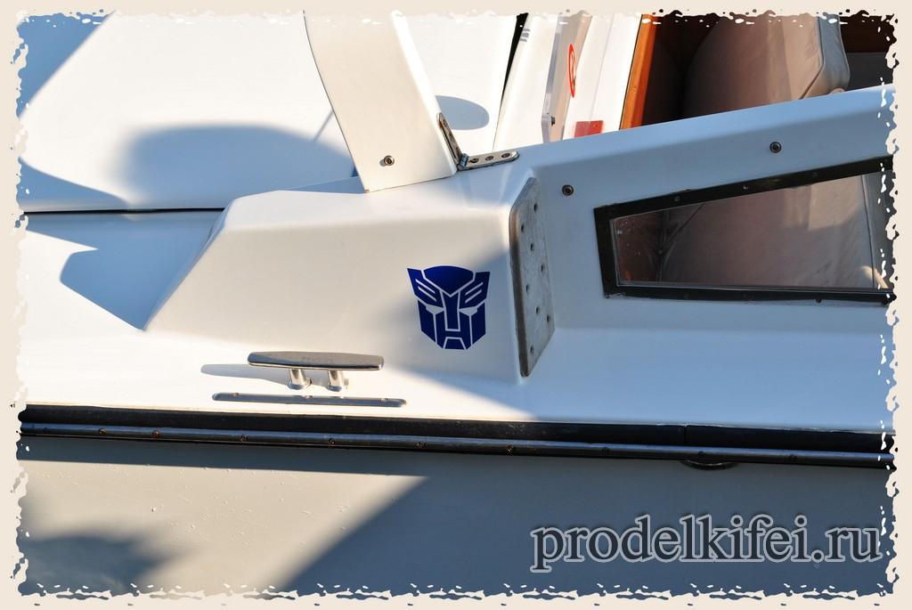 Значок автобота на катере в Венецию