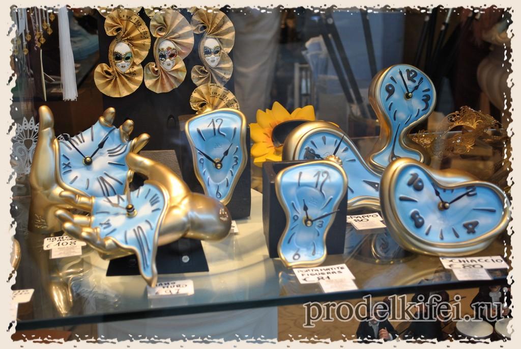 часы Дали в магазине Венеции