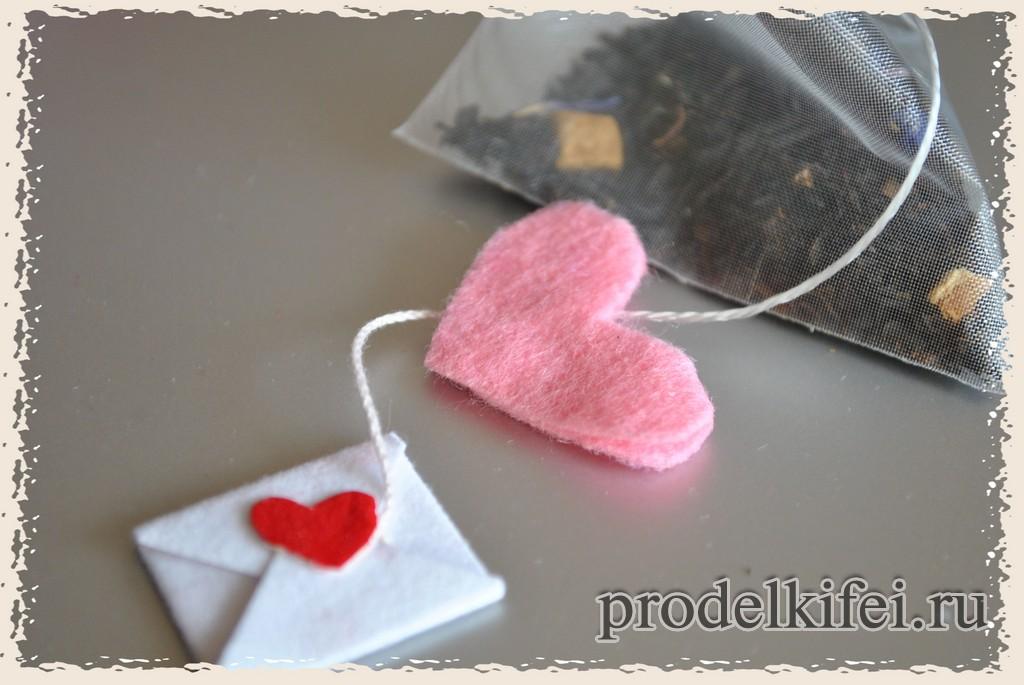 ярлычок с фетровым сердечком для подарка влюбленным