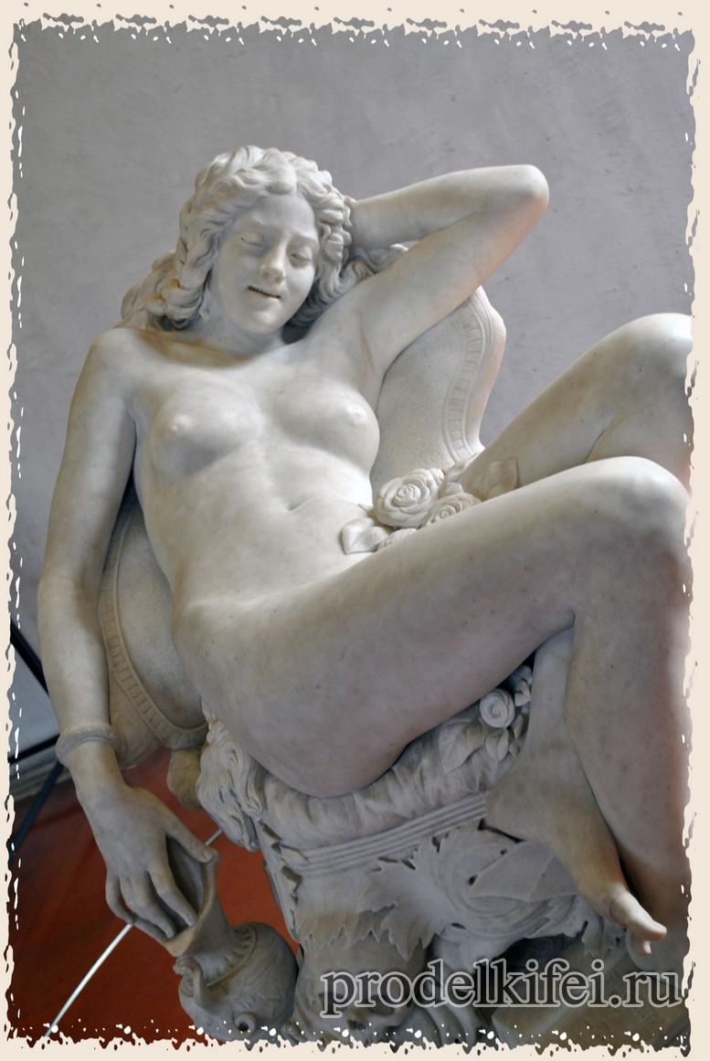 скульптура итальянской девушки в музее Кавальказелле