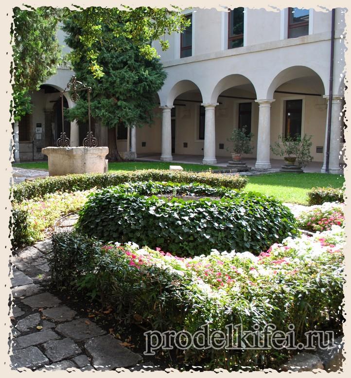 внутренний двор музея Кавальказелле в Италии