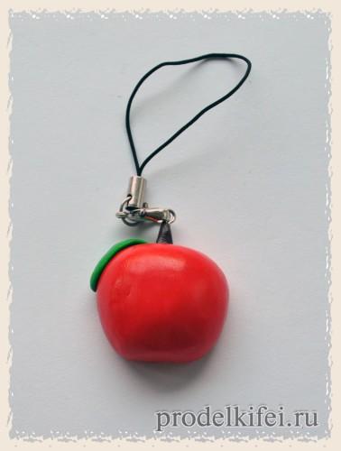 брелок яблоко из полимерной глины